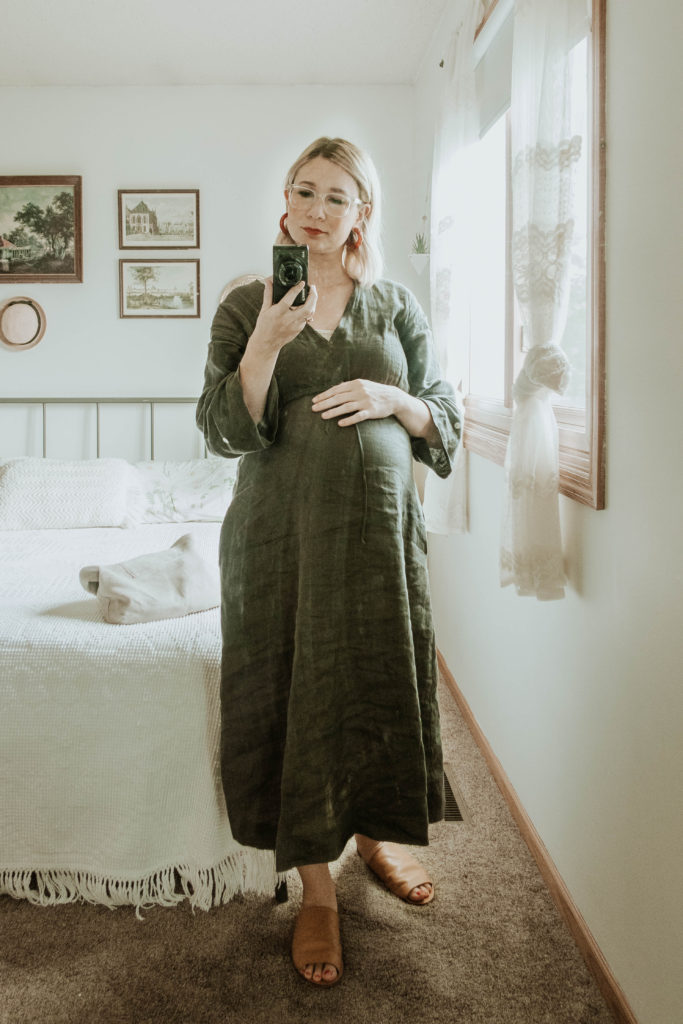 Transitional Summer to Fall Outfitssugar candy mountain dress, brown linen dress, red hoop earrings, everlane day sandal