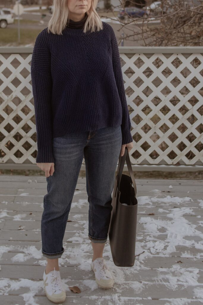 Recreating Outfits from Pinterest, chunky navy sweater, straight leg jeans, white veja tennis shoes, everlane tote bag, black tote bag