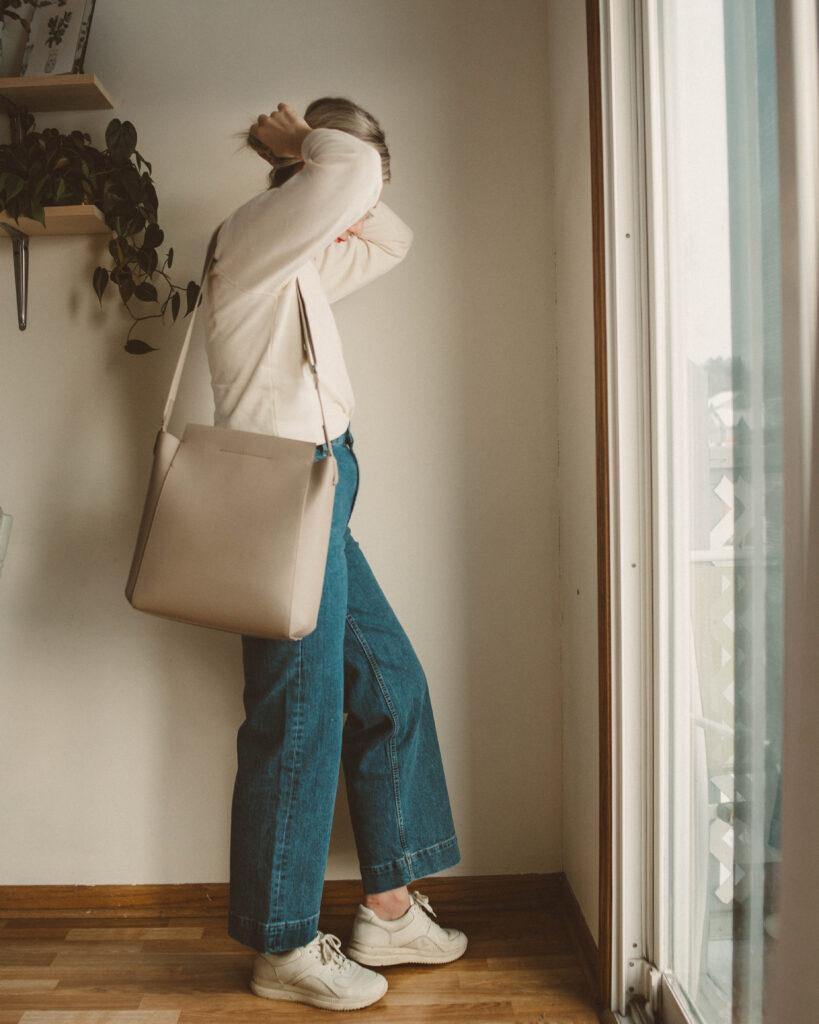 winter dressing, tradlands sweatshirt, everlane flare denim, tread sneakers, everlane form bag