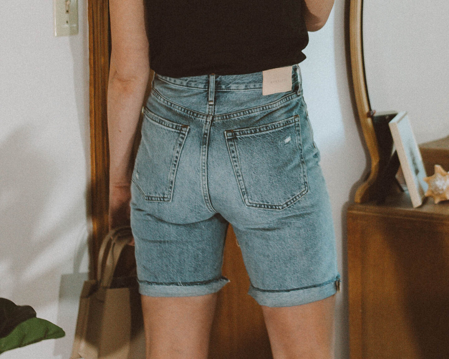 Everlane Shorts Guide: the 90's cheeky denim short