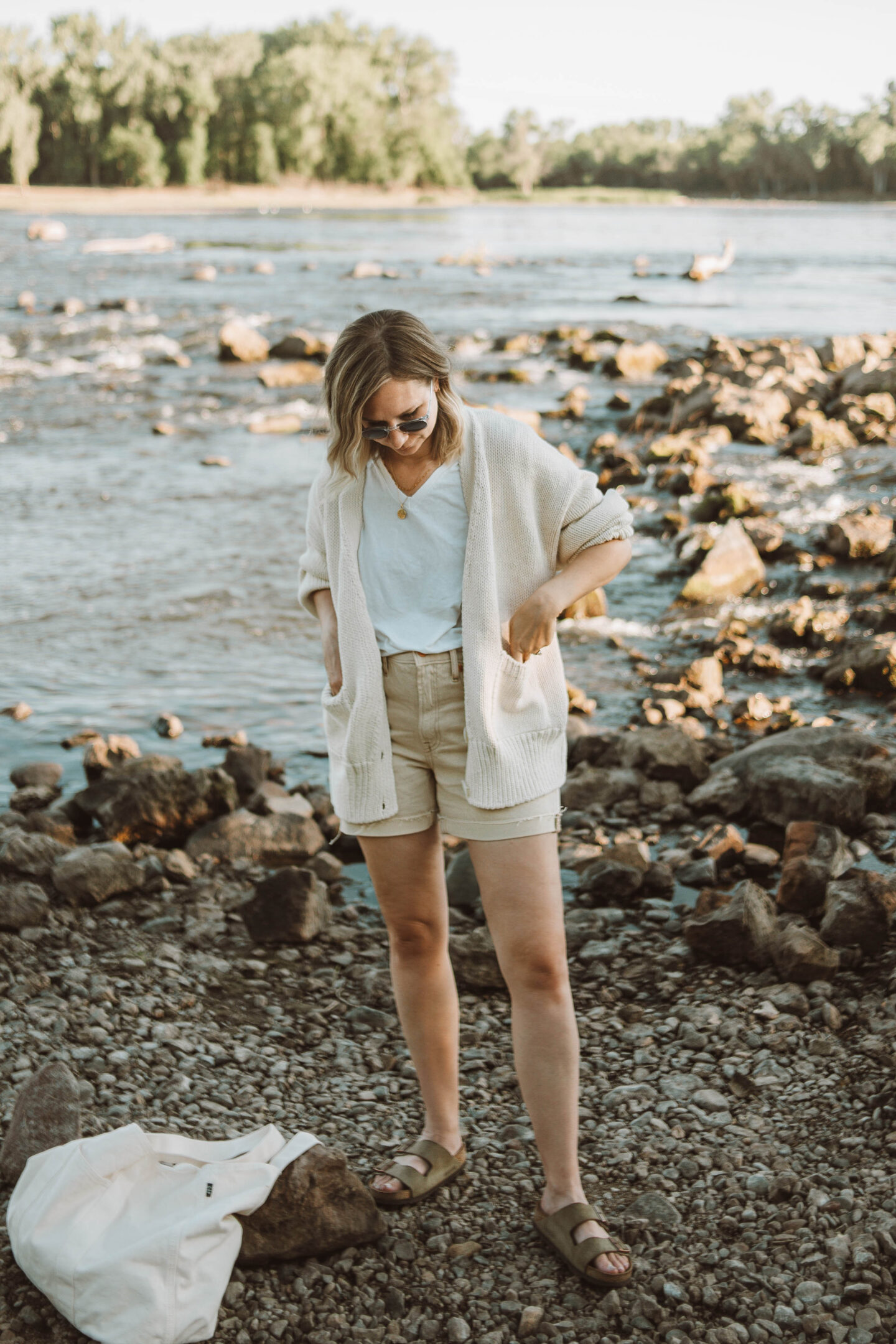What I Wore this Week, babaa caridgan no. 16 natural, everlane the jean short, arizona birkenstock sandals, round gold necklace