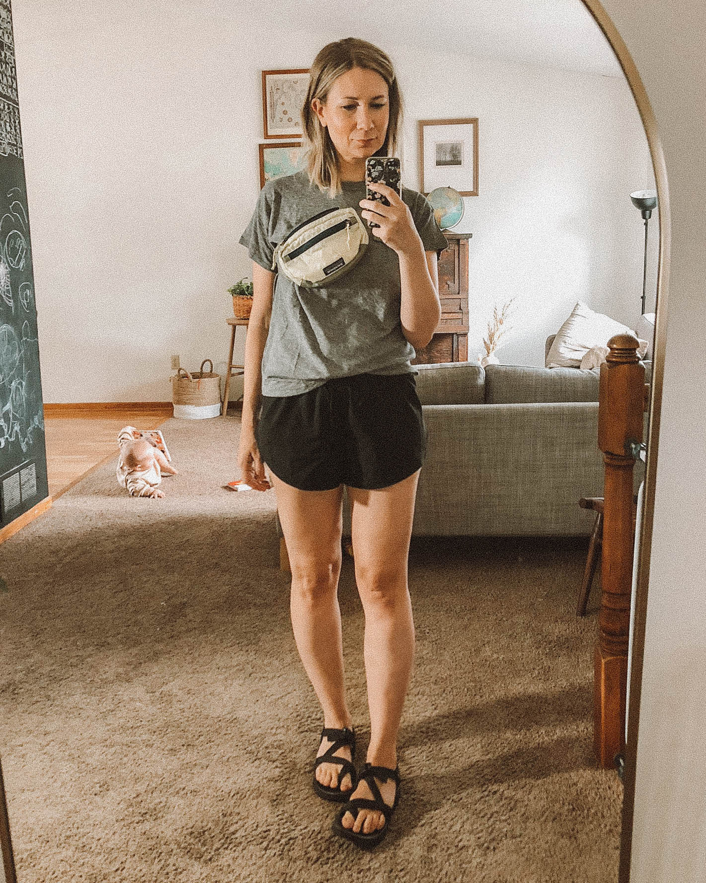 3 Athleisure Outfit Formulas for Stay at Home Moms