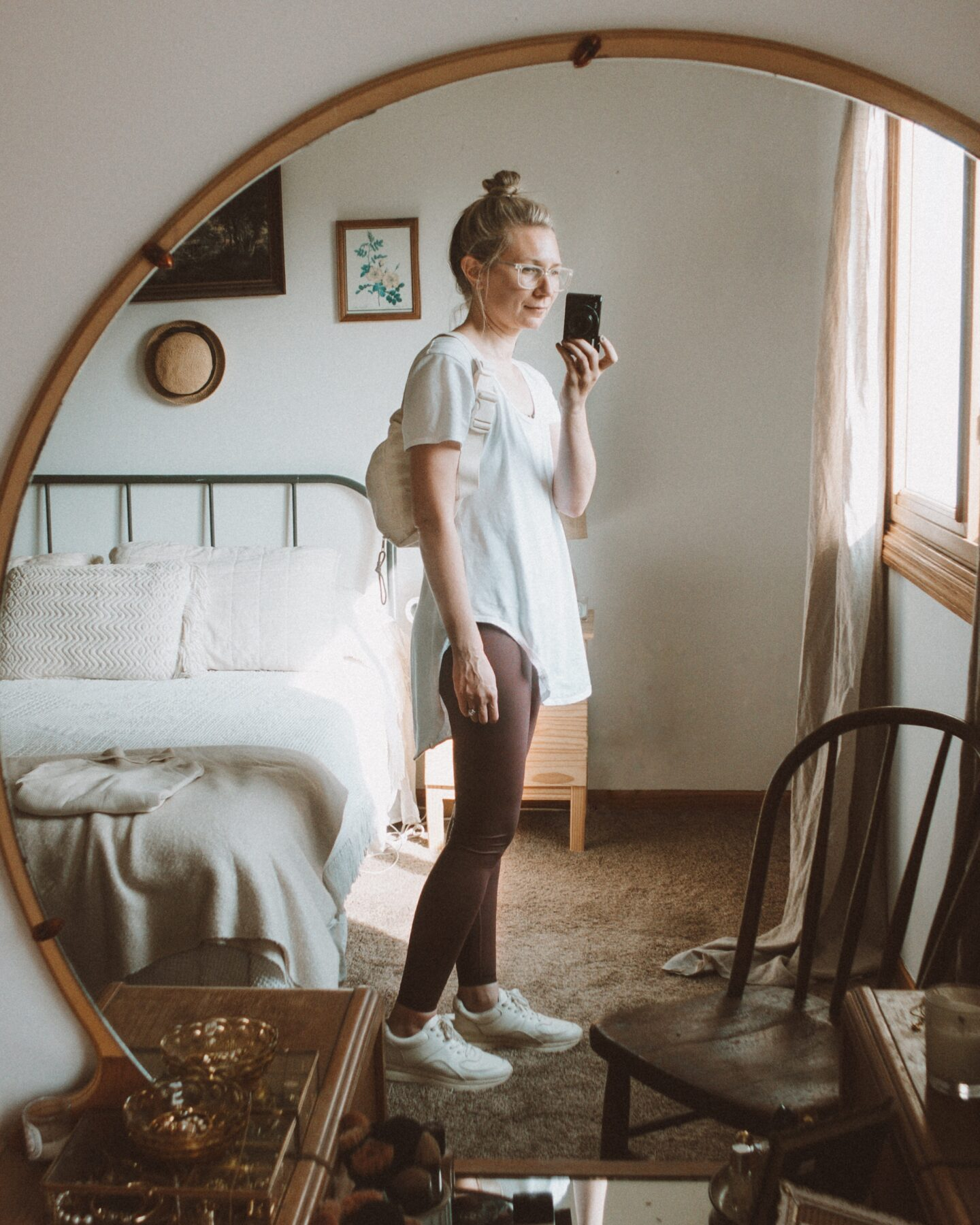 neutral outfits, what i wore this week, everlane perform legging, athleisure for stay at home moms