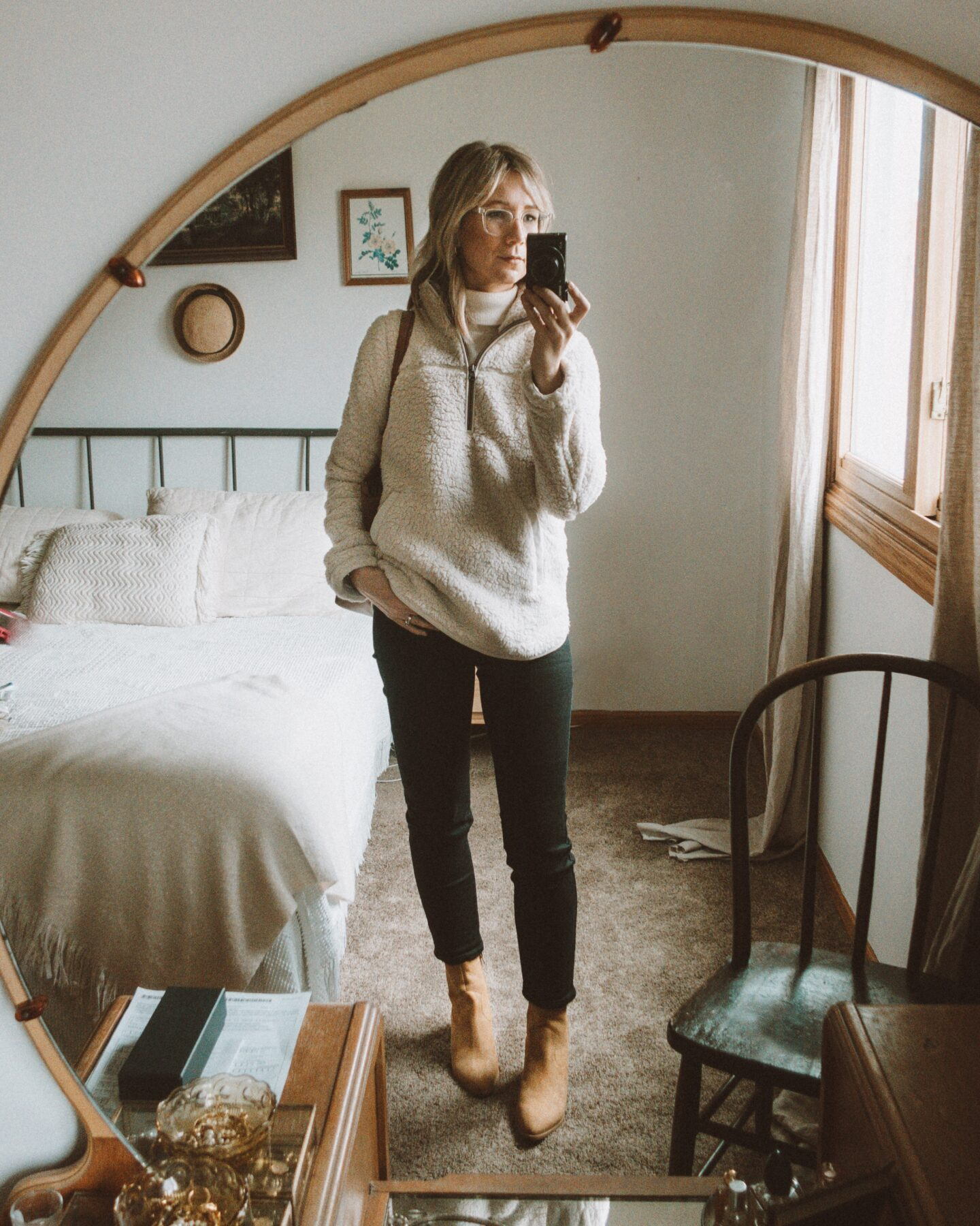 neutral outfits, what i wore this week, abercrombie & fitch sherpa pullover sweatshirt, brown suede booties