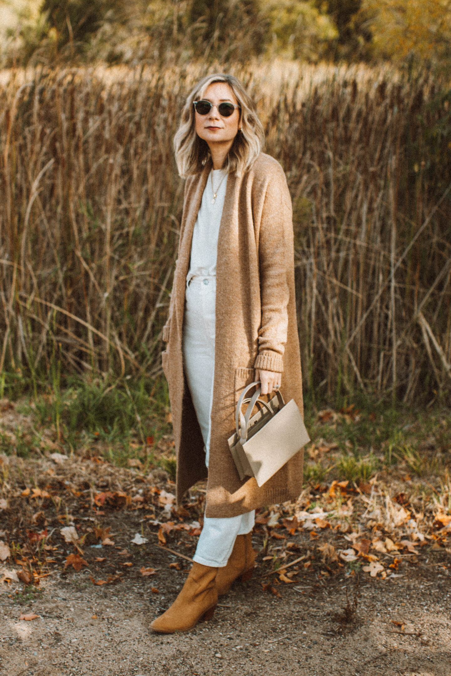 How to Style White Jeans for Fall, everlane glove boot reknit, camel maxi cardigan