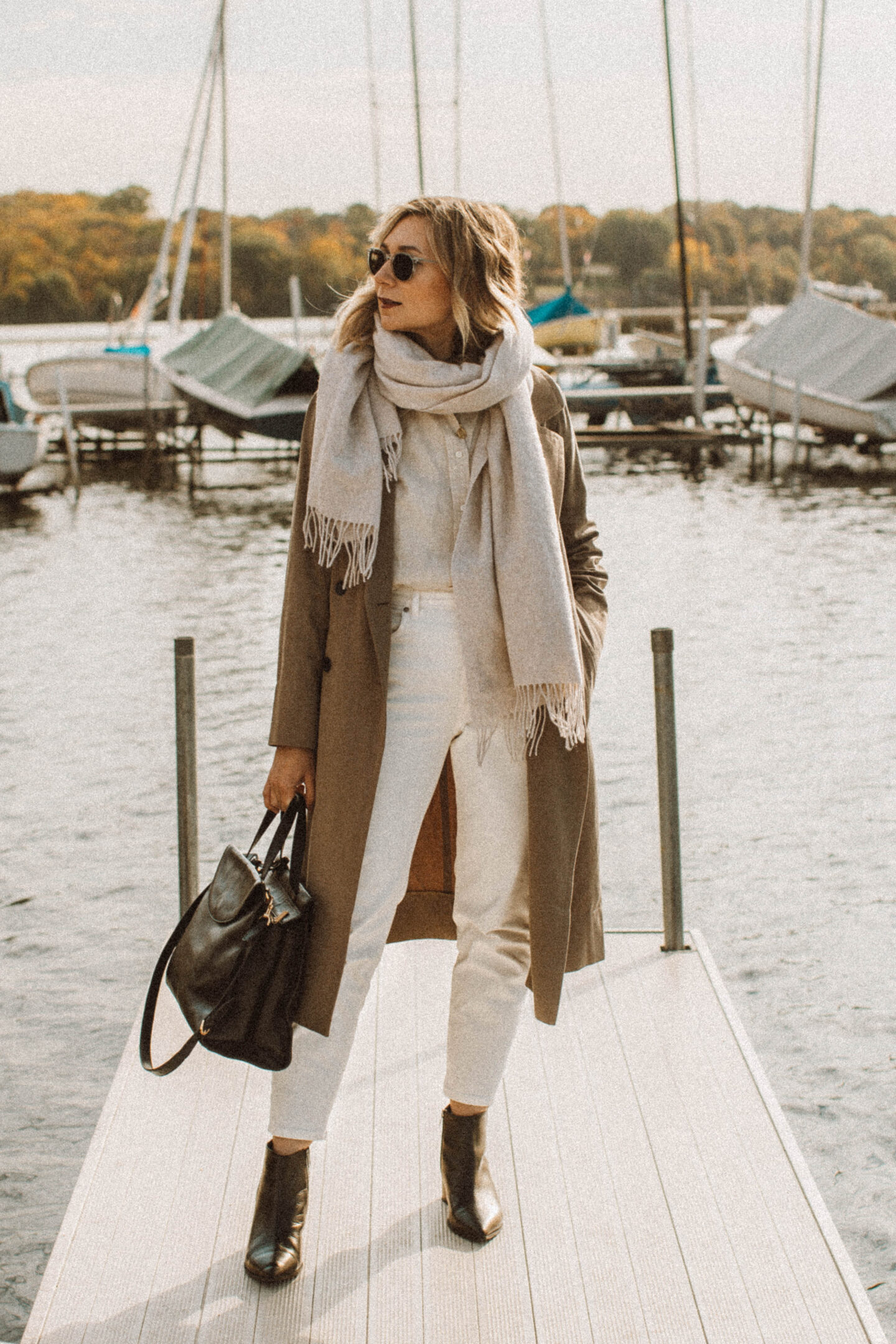 How to Style White Jeans for Fall, everlane boss boot, everlane trench coat, oversized wool scarf