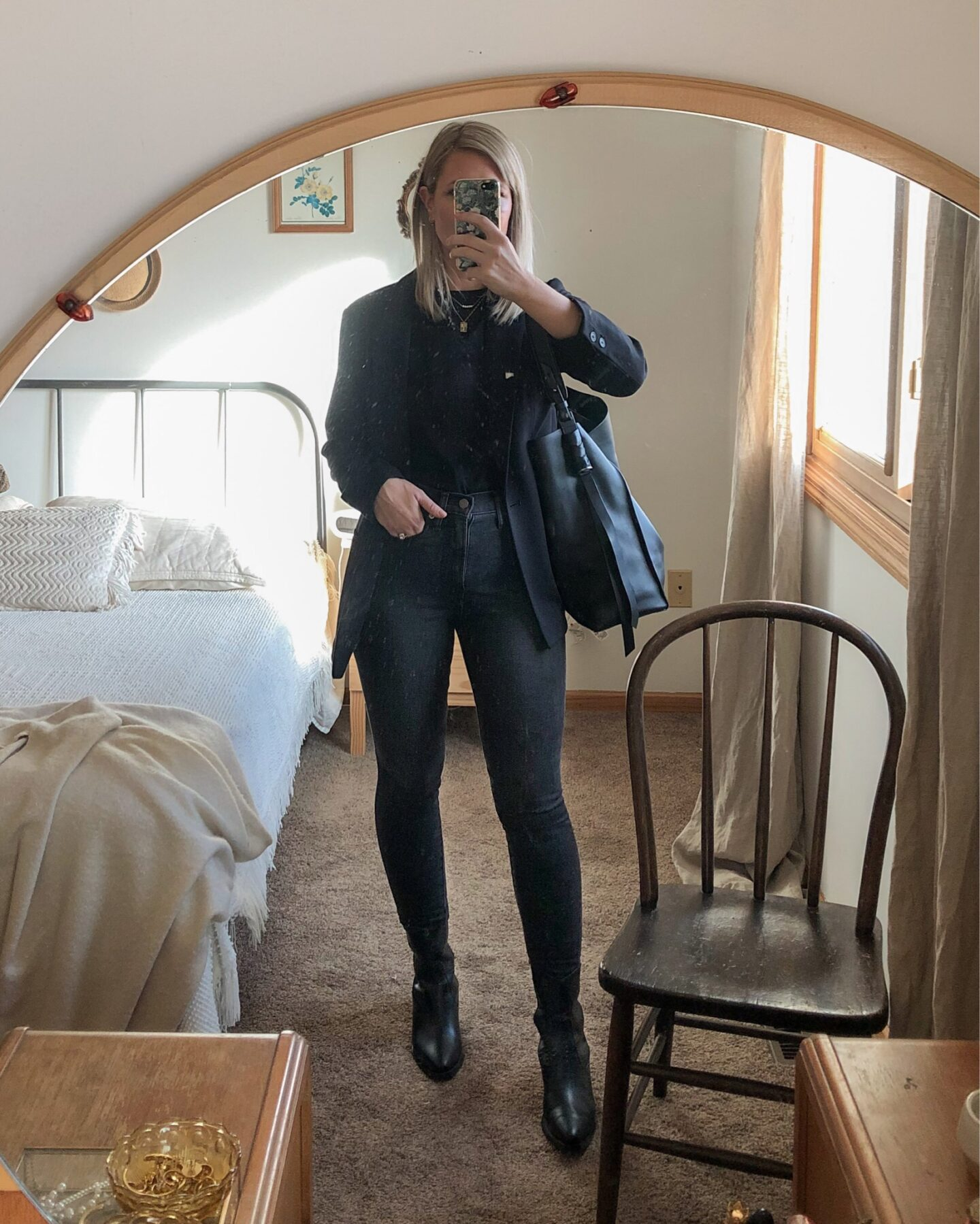shades of gray, washed black skinny jeans, western boots, everlane wild west boots, perfect black tee, all saints captain toteblack boyfriend blazer