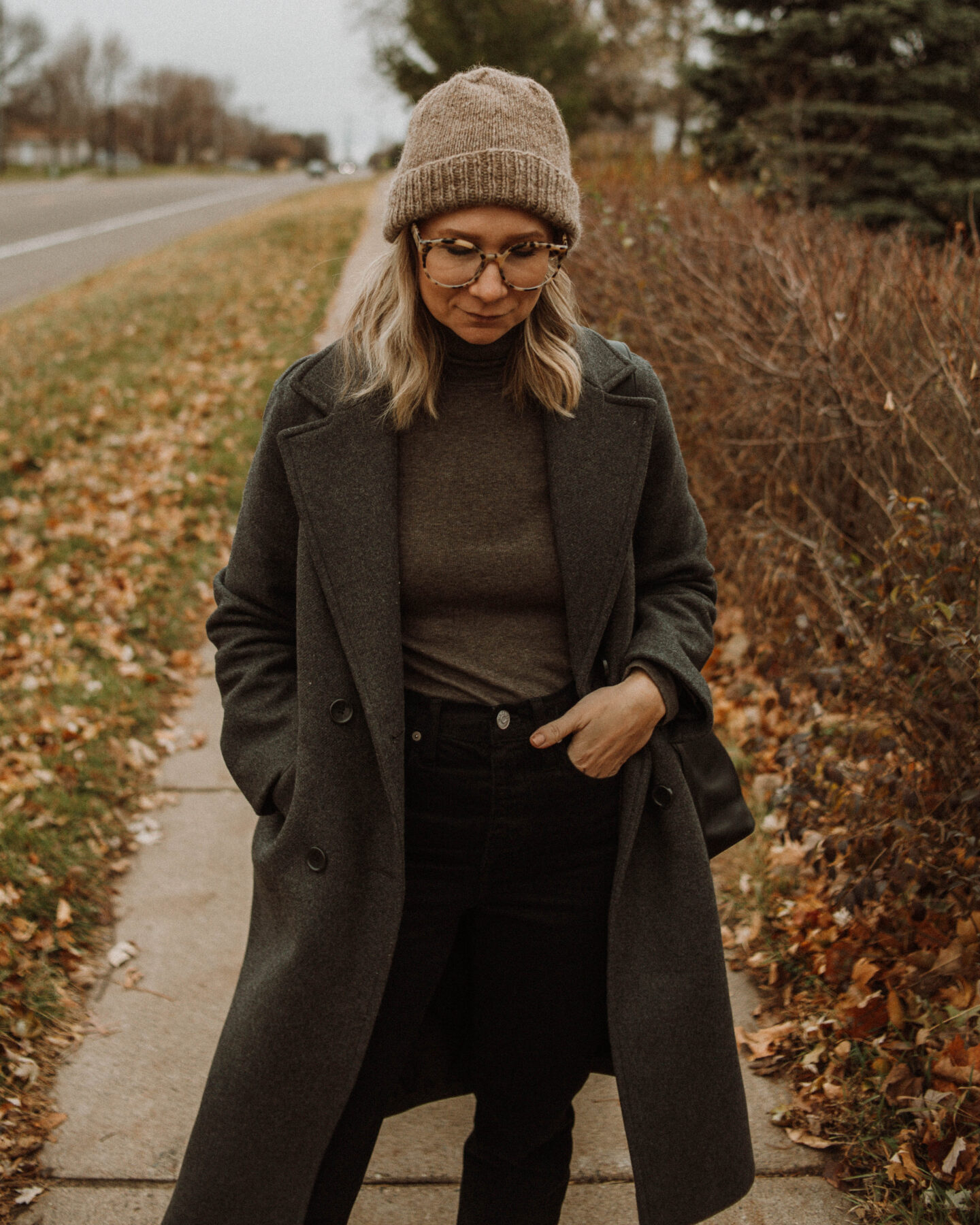 brown and black outfit, everlane pima microrib turtleneck, madewell dad jean, everlane tread sneakers myssifarmi hat