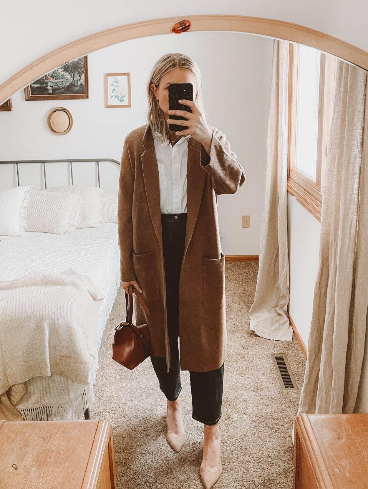 arc jeans everlane, date night outfits, balloon jeans, nude suede heels