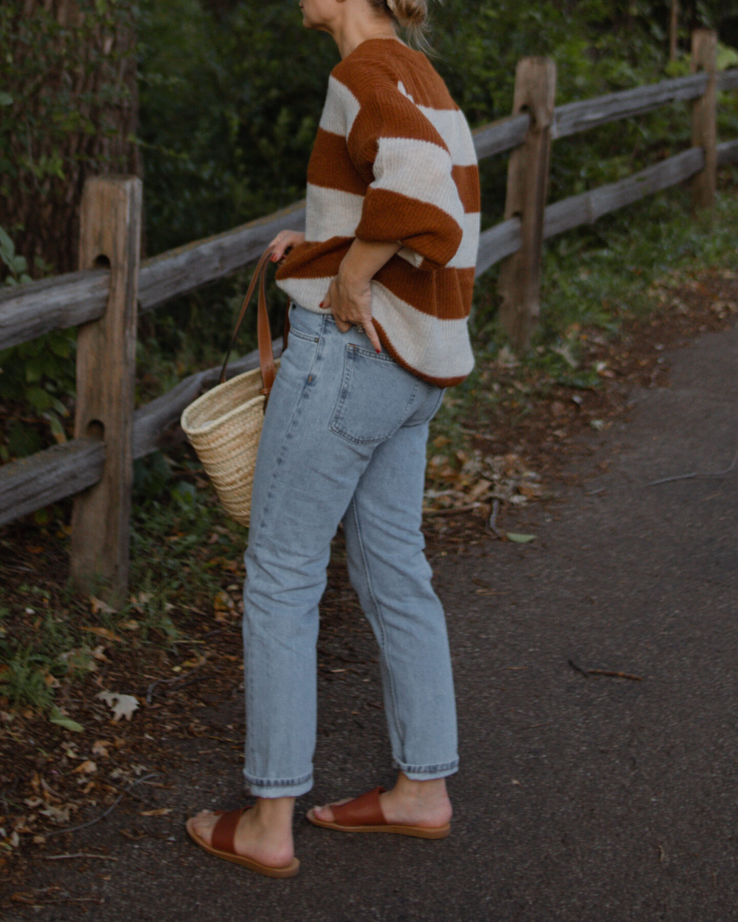 Karin Emily wears the Everlane Relaxed Fit Jeans and reviews them in her Everlane Denim Guide